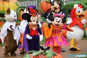 Mickey's Halloween Treat in the Street