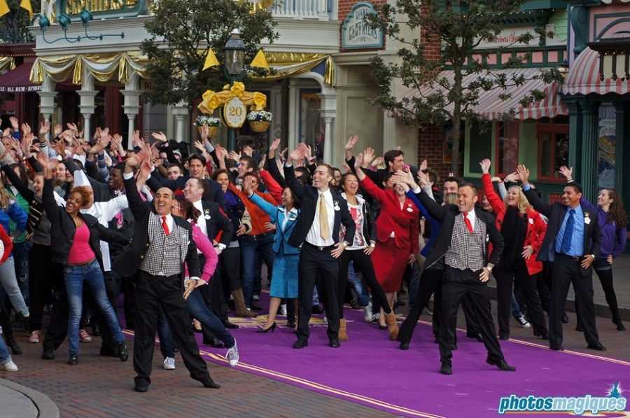 Flashmob on Main Street, U.S.A. with the Disney Cast Members