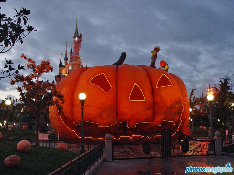 This joly team of Pumpkin Men painters sneak their way out Halloween Land, rolling a humongous pumpkin onto Central Plaza.