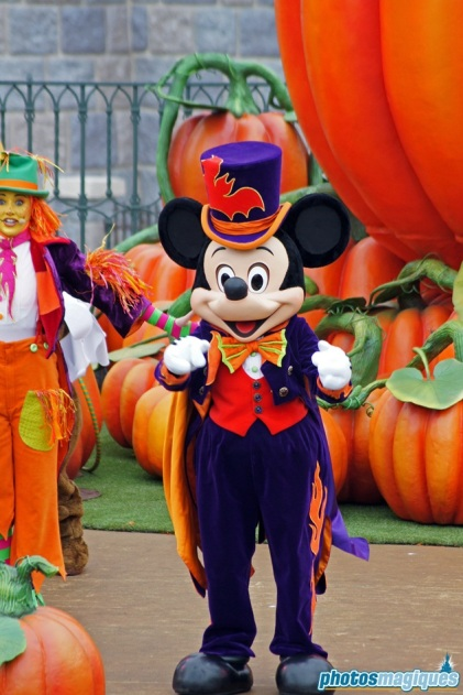 2011: Mickey Mouse (Mickey's Halloween Treat in the Street)
