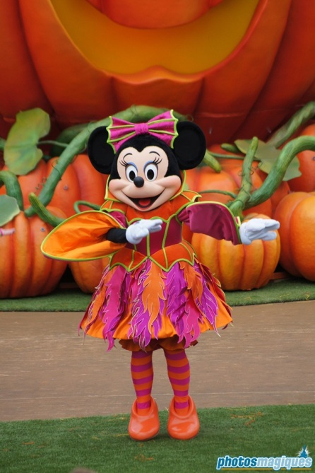 2011: MinnieMouse (Mickey's Halloween Treat in the Street)