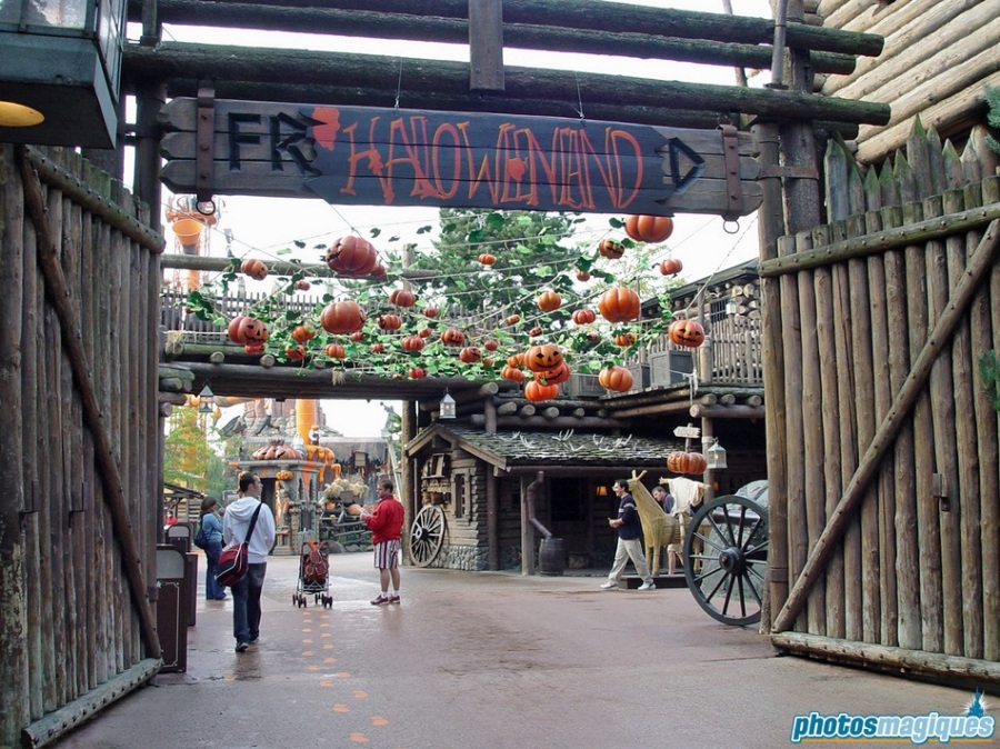 "A mystican ""marvelous"" and mischevious place called Halloweenland"