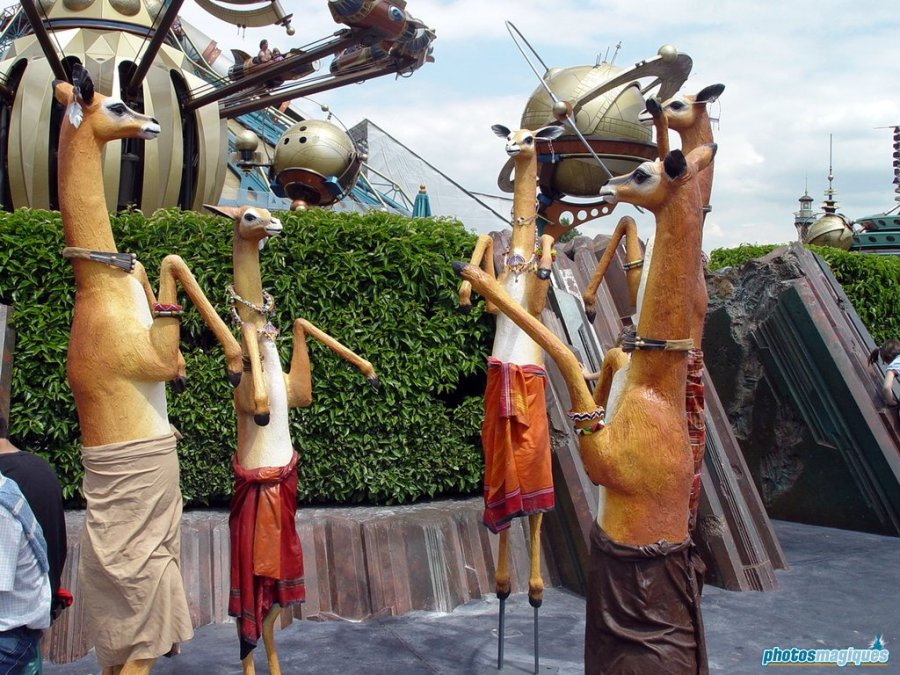 Legend of the Lion King statues