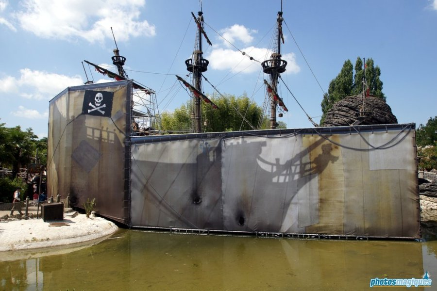 Captain Hook's Pirate Ship (2011)
