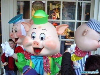 Fifer Pig, Fiddler Pig, Practical Pig (2004)
