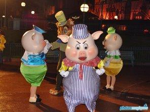 Practical Pig, Fiddler Pig, Fifer PIg (2004)