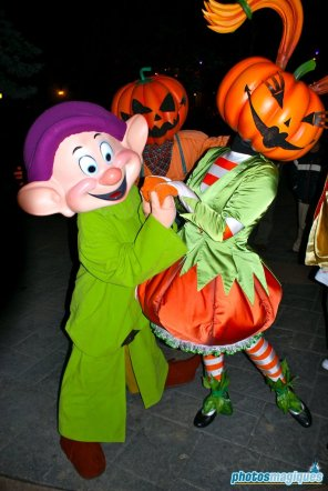 Pumpkin Girl, Dopey (2008)