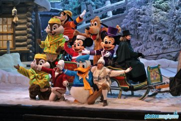 Mickey, Minnie, Chip, Dale, Goofy, Donald, Pluto