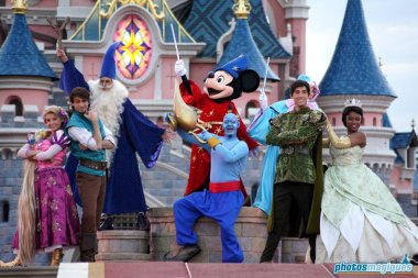 Genie, Mickey Mouse, Rapunzel, Flynn Rider, Tiana, Naveen, Merlin