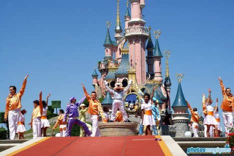It's Party Time with Mickey... and Friends