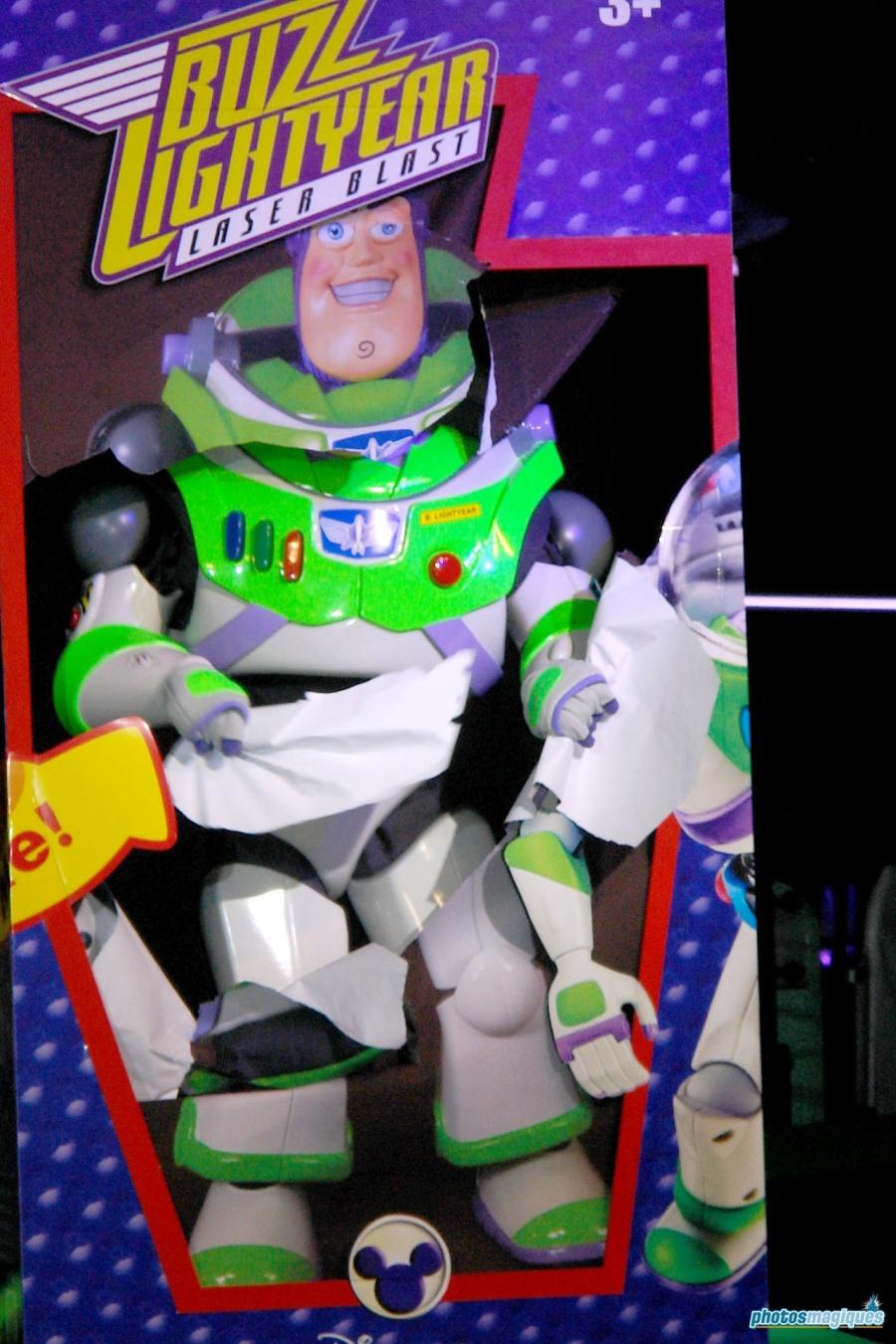 buzz-lightyear-opening-005